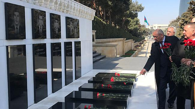NIK President and Deputy Chairman of CoA laying flowers in the Alley of Martyrs, Baku
