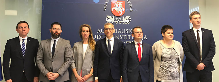 Polish and Lithuanian auditors with heads of the SAIs, Krzysztof Kwiatkowski and Arūnas Dulkys