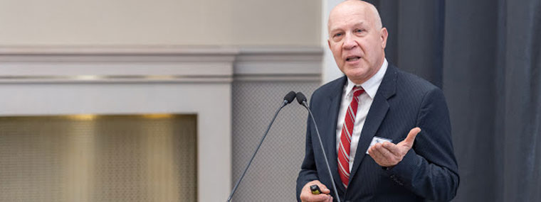 Profesor Marek Brzeżański z Instytutu Pojazdów Samochodowych i Silników Spalinowych Politechniki Krakowskiej