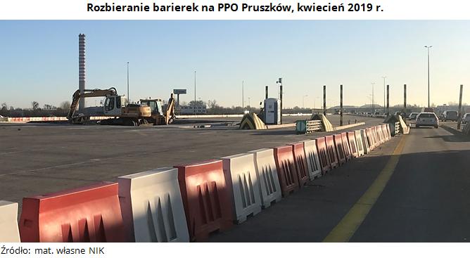 Rozbieranie barierek na PPO Pruszków, kwiecień 2019 r. Źródło: mat. własne NIK.