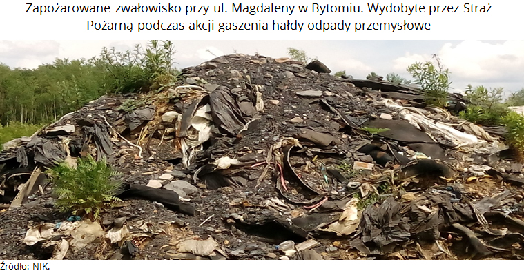 Zdjęcie 2. Zapożarowane zwałowisko przy ul. Magdaleny wBytomiu. Wydobyte przezStraż Pożarną podczas akcji gaszenia hałdy odpady przemysłowe. Źródło: NIK.